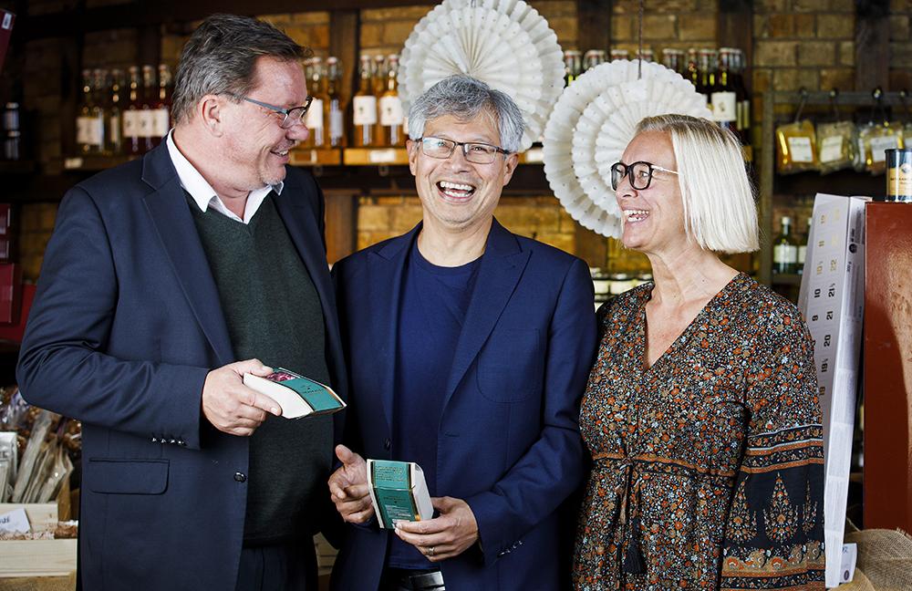 Peter Schölander, kommunstyrelsens ordförande, Herman Crespin, kommunchef och Åsa Lundqvist Peyron, näringslivschef i Höganäs kommun. Foto: Lars Jansson